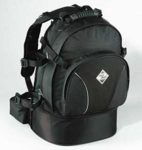 dcf7fe96423 Tiene un gran compartimiento principal con múltiples compartimentos y  bolsillos exteriores, en los que puedes guardar tus pertenencias de forma  segura.